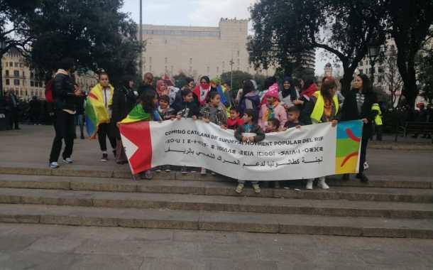 شعارات حصرية للمسيرة التي حضرها والد ناصر الزفزافي برشلونة