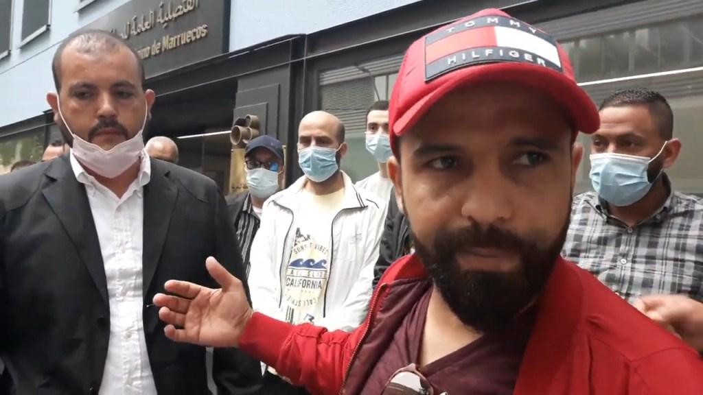 مغاربة عالقون حرموا من رحلة العودة من مدينة برشلونة يناشدون السلطات المغربية التعجيل بالترحيل
