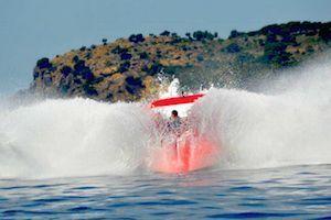 Speedboat Tenerife ¡Vive la experiencia Radikal Jet! Para amantes de las emociones fuertes, lo más parecido a una montaña rusa en el agua. Telf. 922 325 536