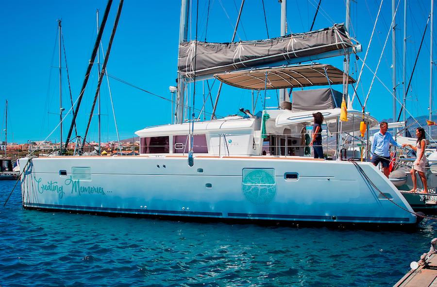 Catamarán Tenerife: charter de barcos para excursiones privadas