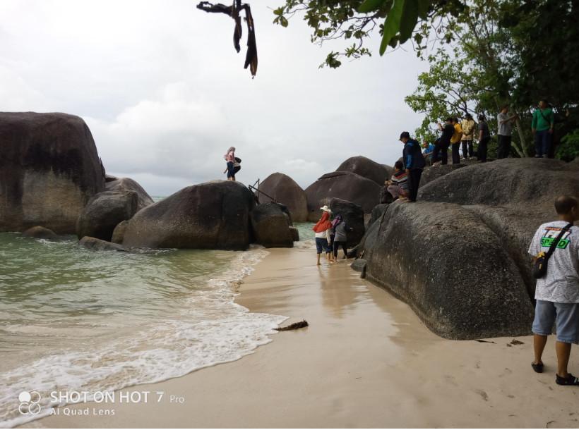 batuan granit pantai tanjung tinggi