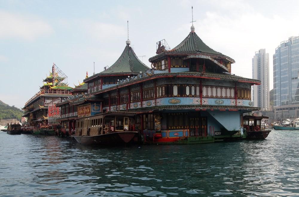 a sampan ride in aberdeen's harbour (4/6)
