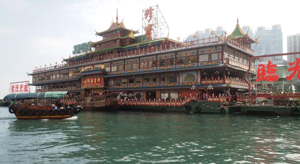 a sampan ride in aberdeen's harbour (6/6)