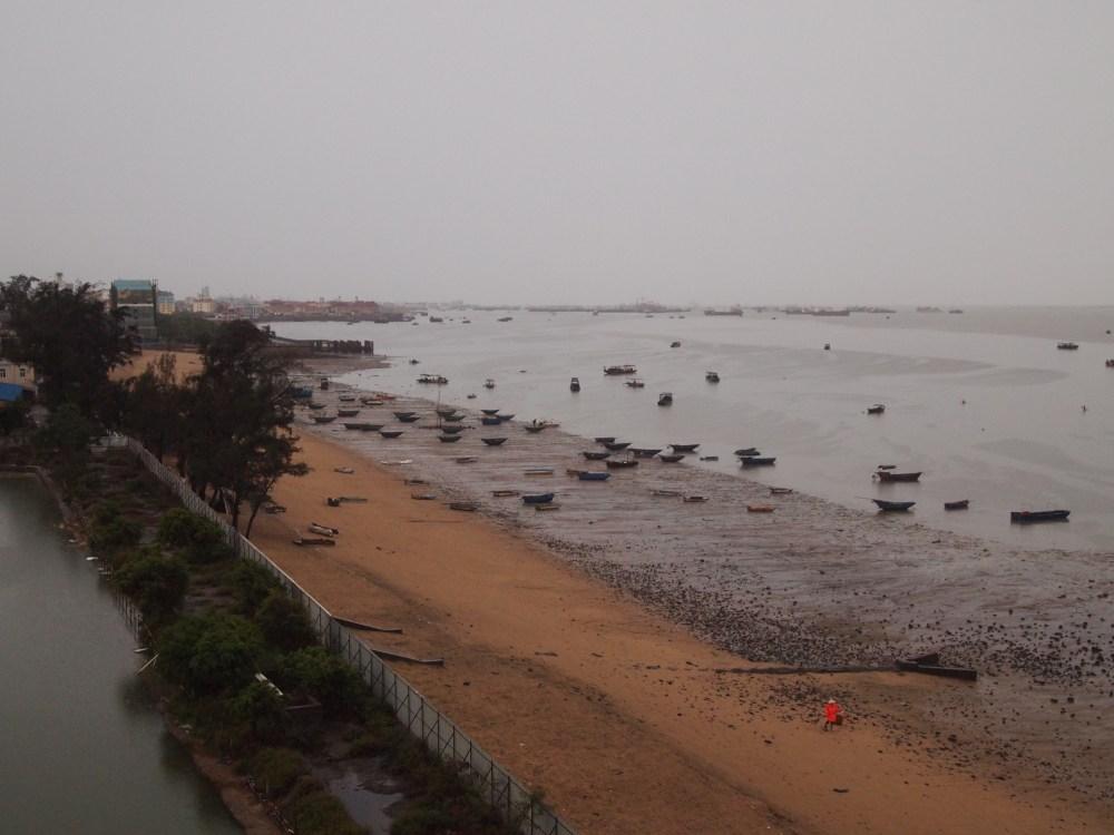 a foggy morning on beibu gulf, a ferry ride to weizhou island & a visit to saint maria church (4/6)