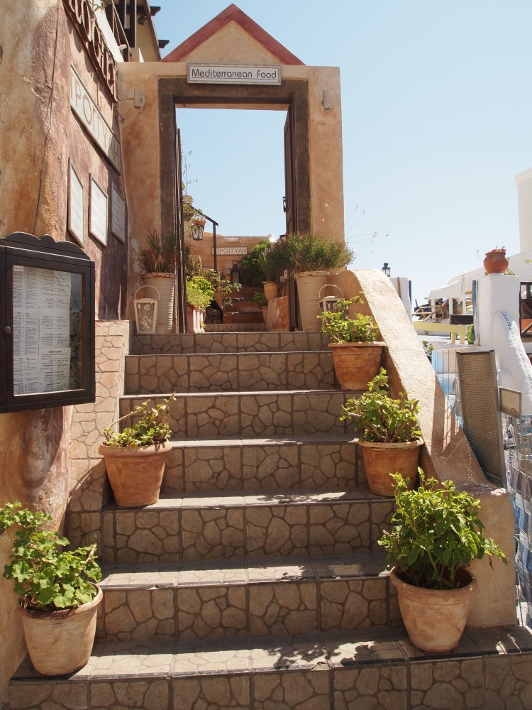 the picturesque village of oia, santorini.  {chapter one}. (2/6)