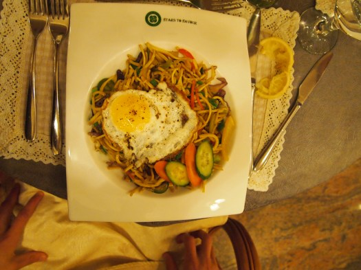 Vegetable noodles with fried egg