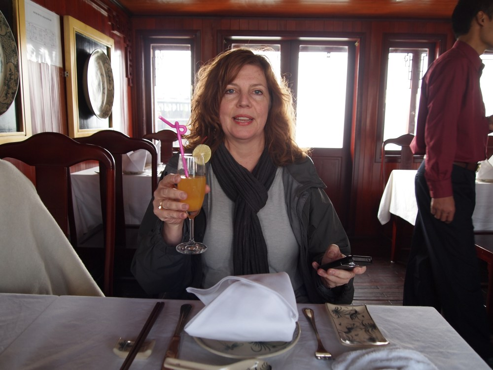 junkin' it on halong bay: the happiness cruise (3/6)