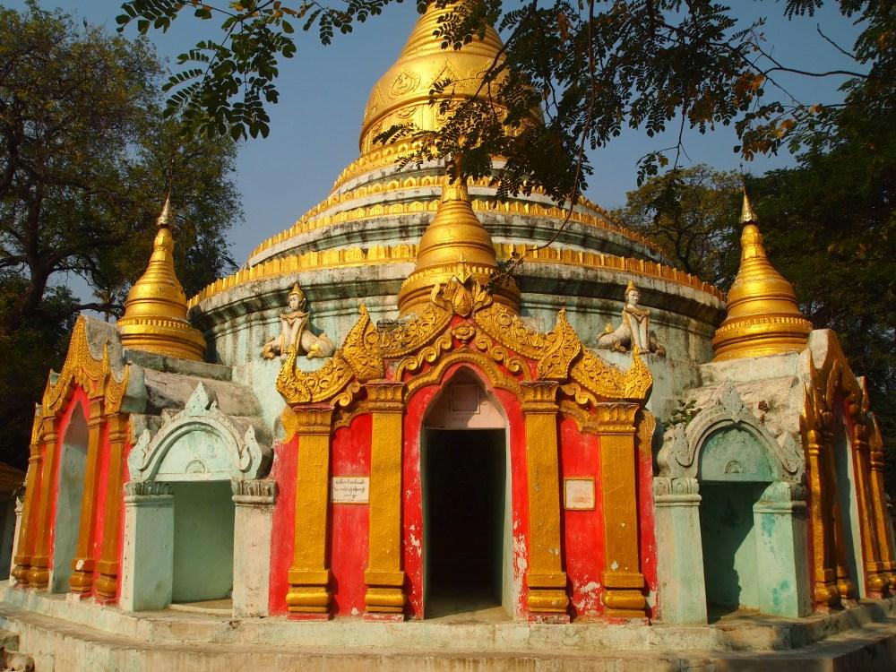 pagodas at amarapura & the monks at maha ganayon kyaung (1/6)