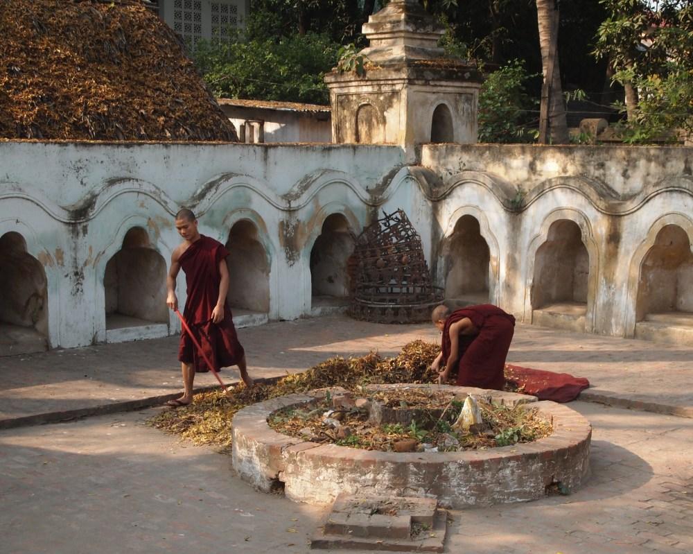 pagodas at amarapura & the monks at maha ganayon kyaung (3/6)