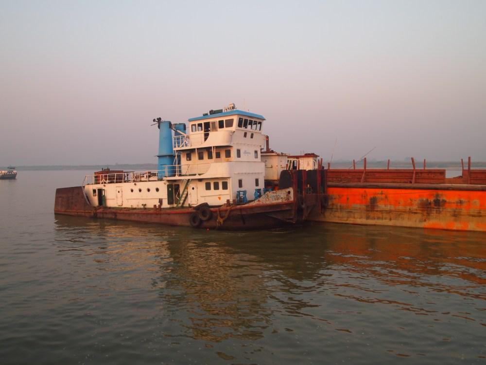 a slow cruise down the ayeyarwady river from mandalay to bagan (3/6)