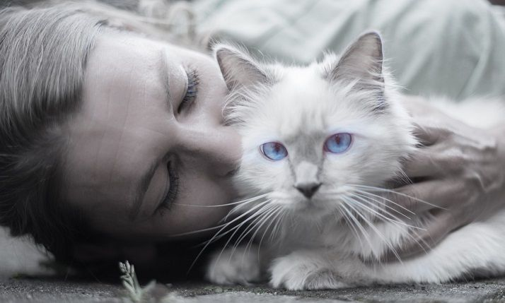 women with her adorable white cat