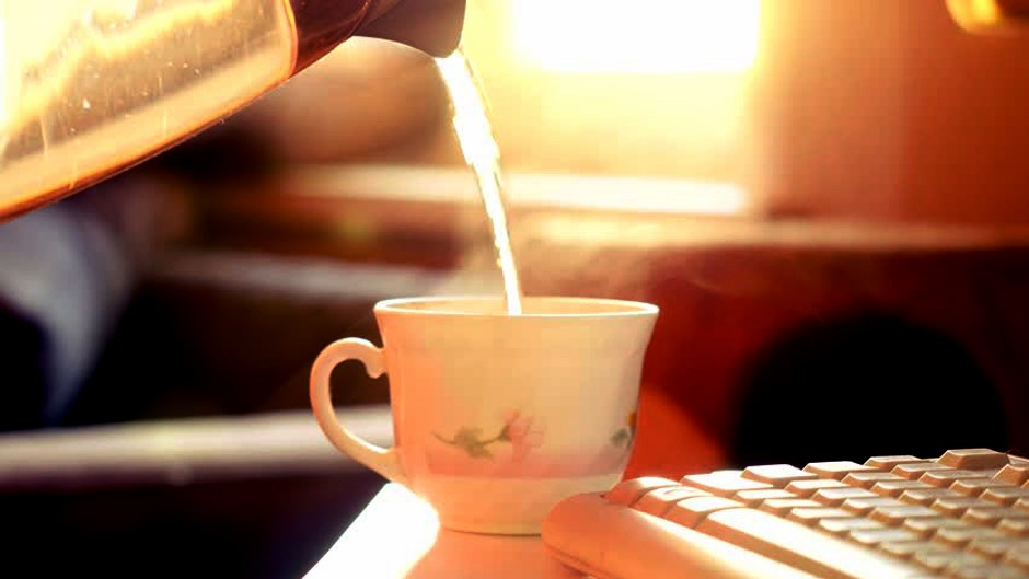 Drinking hot water. Image Source: Shutterstock
