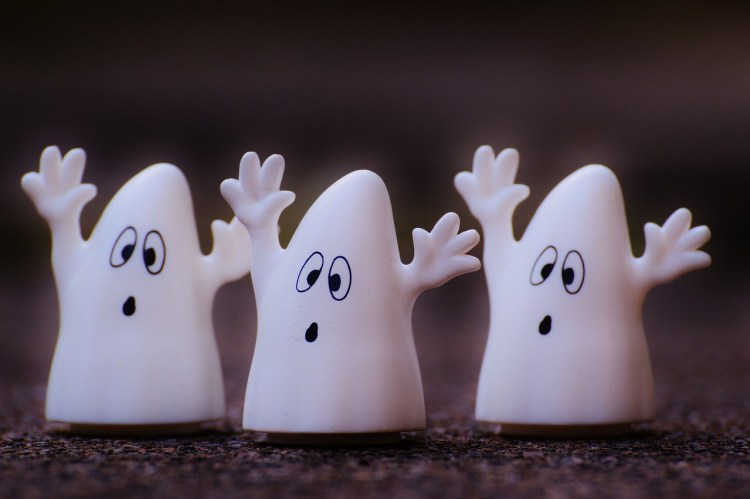 Ghosts-Cute-Funny-Fun-Ghost-Toys-Plastic-Fig-1124534.jpg