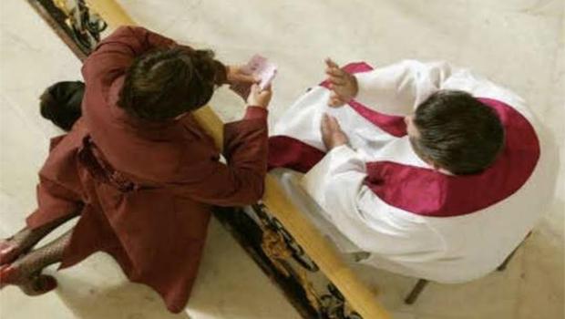 Confesión - Capilla de la Medalla Milagrosa - Francia