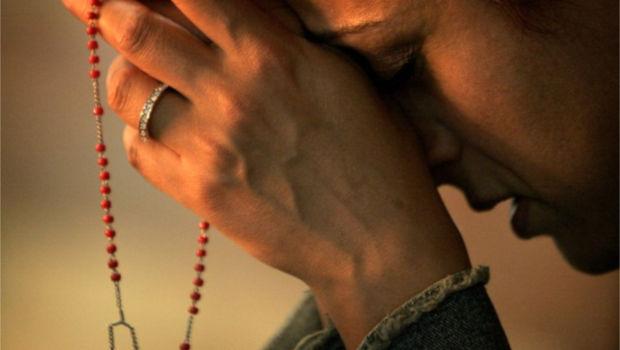 ¿Cómo rezar cuando alguien nos hace sufrir?