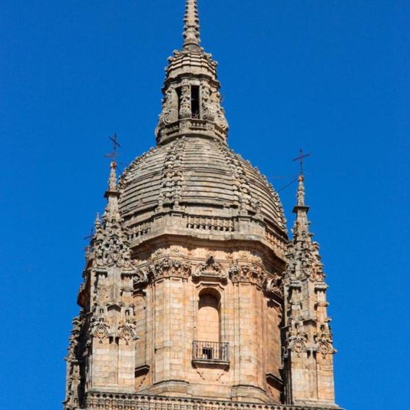 torre_de_las_campanas-800x1000