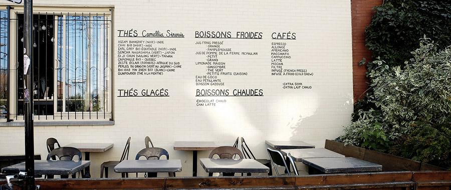Terrasse de restaurant français, pour illustrer mon article sur les menus des sites web