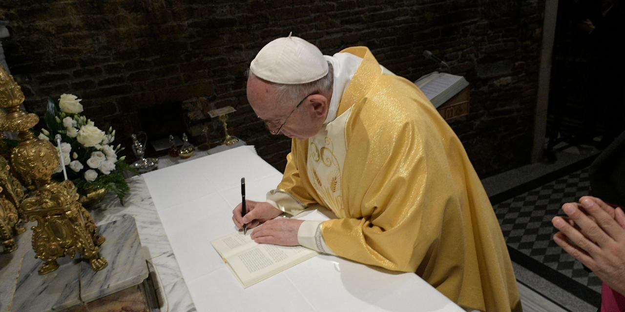 """Firmada por el Papa en Loreto la exhortación apostólica postsinodal sobre los jóvenes """"Vive Cristo"""""""