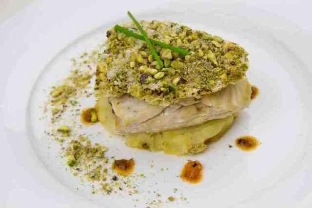 Catering San Valentino-panure-pistacchi-branzino-fondente-porri