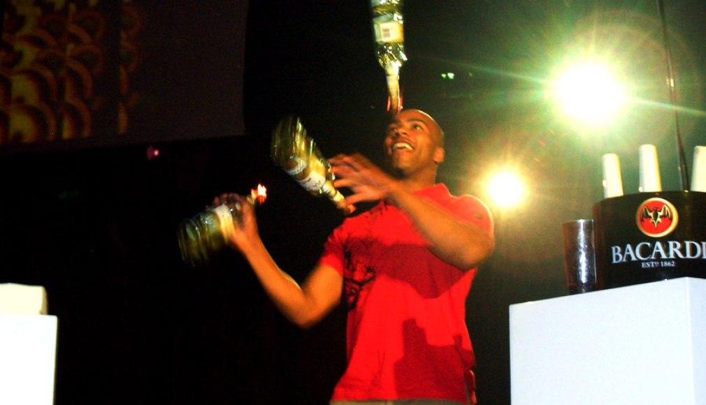 Flair Bartending beim den nationalen b-live Events.