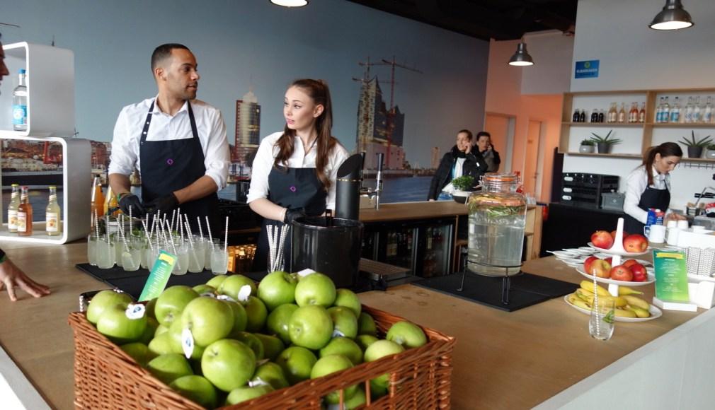Networking Café mit Barista und hausgemachten Limonaden.