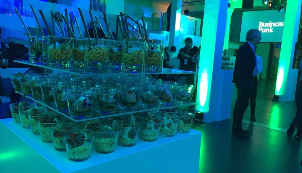 Forkfood Salate als Stacked Buffet auf der Aftershow Party.