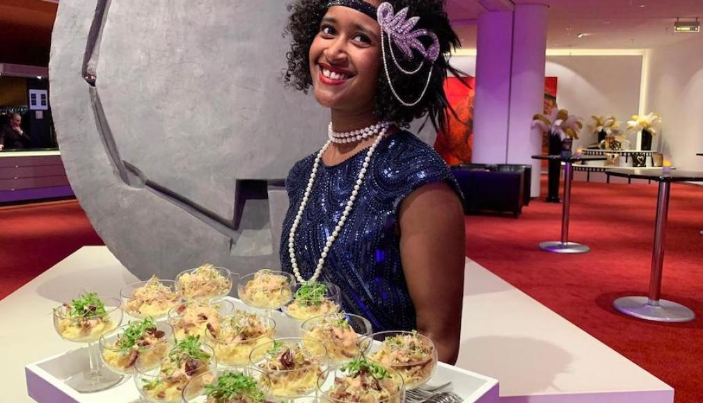 Broadway Mashtini im Flying mit Pastrami, Sauerkraut und Russian Dressing.