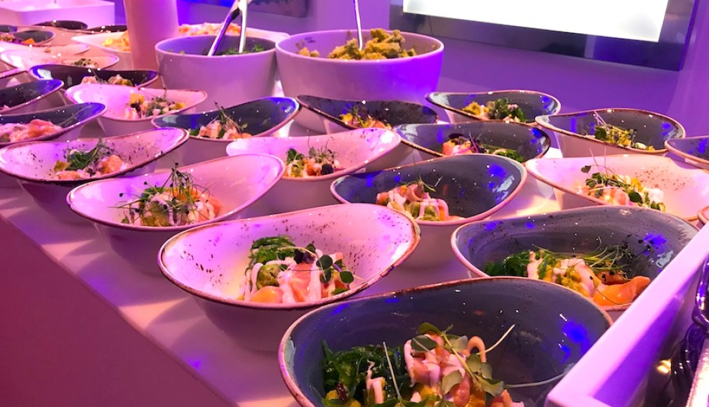 Poke Bowls mit Lachs Sashimi bei der After Show Party.