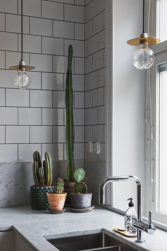 Tips for choosing LED lighting - edison style filament pendant light in the kitchen
