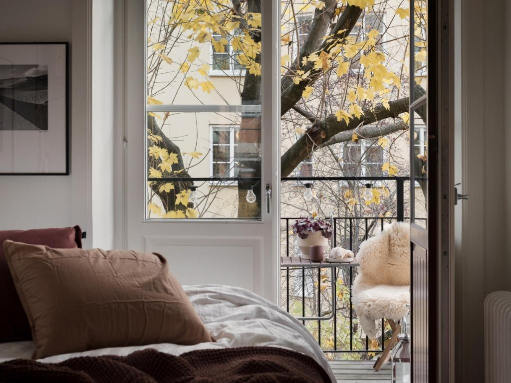 I wish I lived here: 3 autumnal homes (and some cute doggies!)