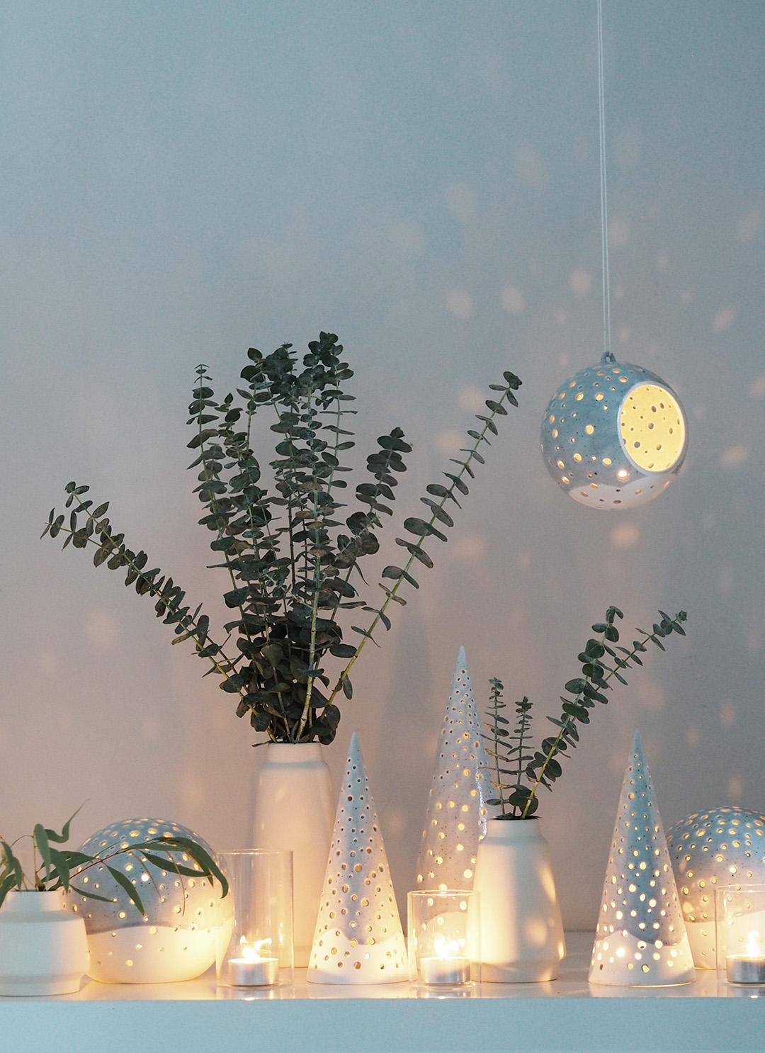 simple scandinavian christmas decorations with kahler
