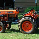 Kubota B6100HST-E Tractor Illustrated Parts List Manual