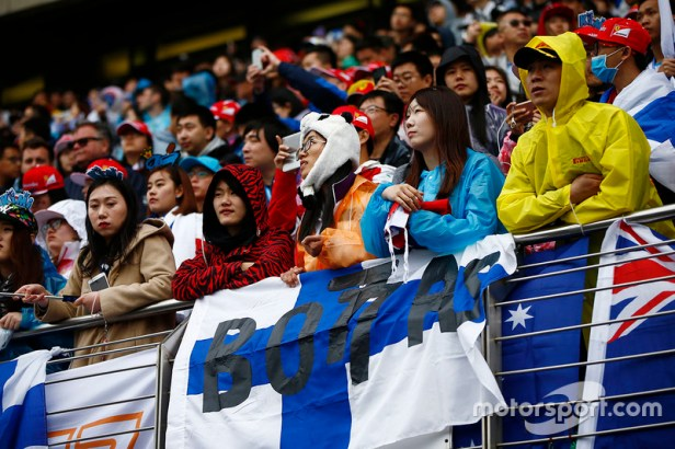 f1-chinese-gp-2017-fans-in-the-grandstand