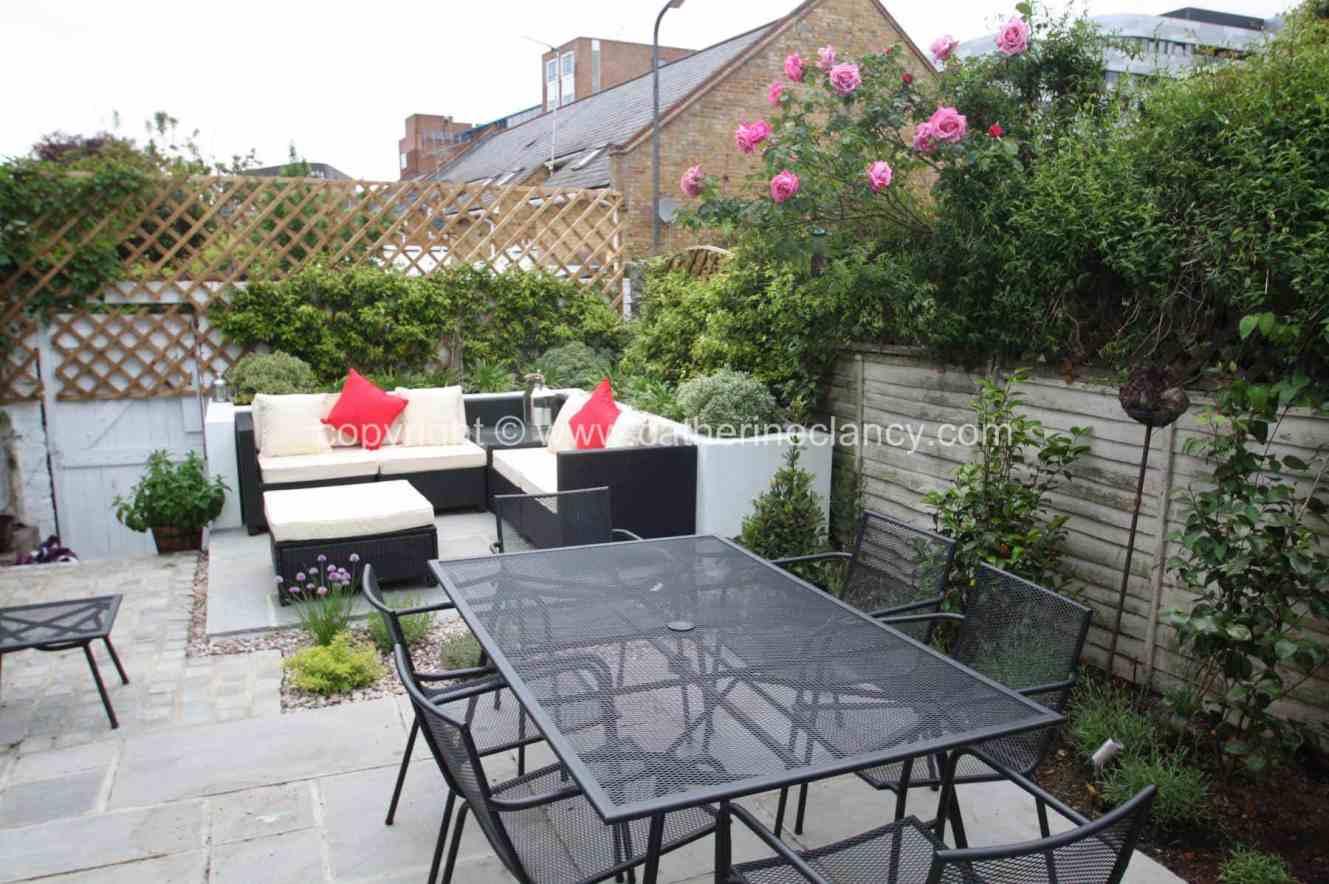 low-maintenance-courtyard-3