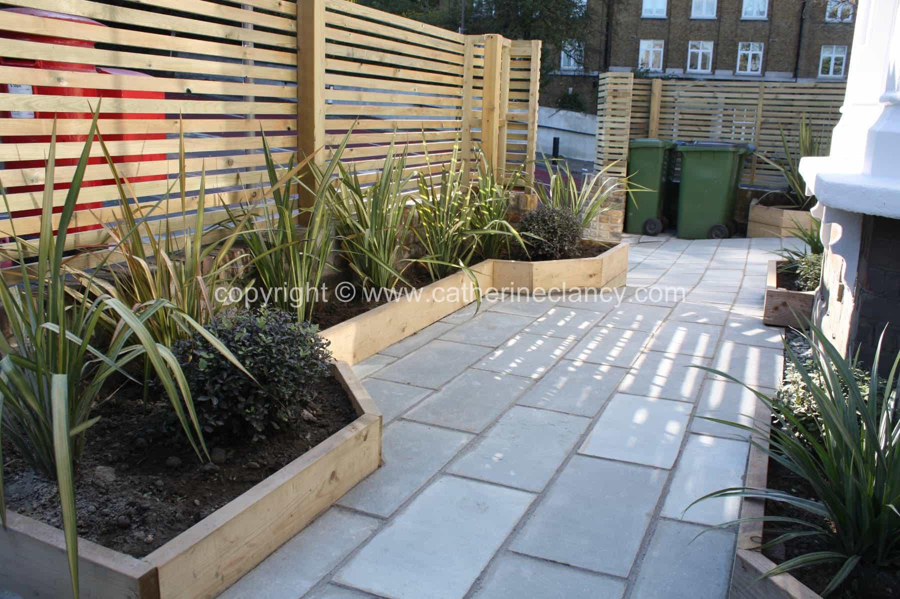 Urban front garden garden design london catherine clancy for Garden design ideas london