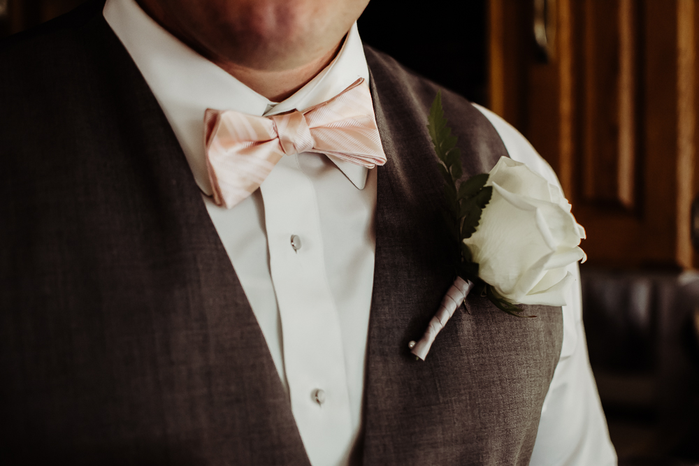 groomsmen flower {virginia beach wedding couples family newborn photographer}