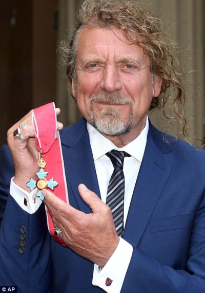 Robert Plant receives Commander of the British Empire Honor (2/3)