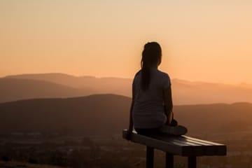 meditation sur la colline