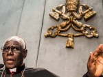 Pope tells liturgy chief what is and isn't the norm at Mass