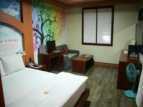 Goodstay New Grand Hotel
