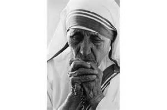 Mother Teresa Praying Public Domain Image