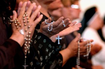 A complete guide to praying with the Rosary