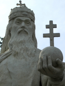 photograph of a statue of King Saint Stephen of Hungary in the main square of Esztergom, Hungary, sculptor unknown; photographed on 11 March 2006 by Villy; swiped off the Wikipedia web site