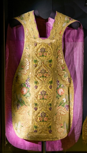chasuble in the treasure of the crypt of the Cathedral Saint-Pierre-et-Saint-Paul, Nantes, France; photographed on 14 August 2018 by François de Dijon; swiped from Wikimedia Commons