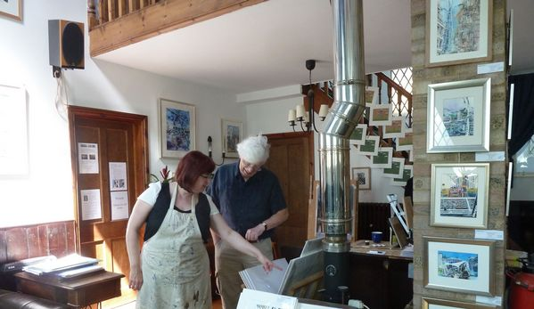 ©2014-cathy-read-art-cathy-read-chatting-with-a-visitor-at-bucks-open-studios