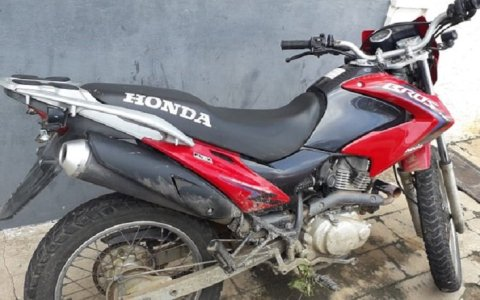 policia militar recupera moto roubada na cidade de sao bento pb