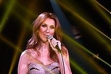 La cantante Céline Dion confiesa que de cierta manera su vida se la debe a un sacerdote.