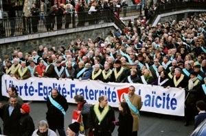"""Prohíben a los atletas hacer el signo de la Cruz en público, """" la última provocación de los laicista de la Asociación de alcaldes de Francia."""""""