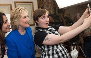 Portavoz de Planned Parenthood que abusó de su hermana menor, en campaña electoral con Clinton