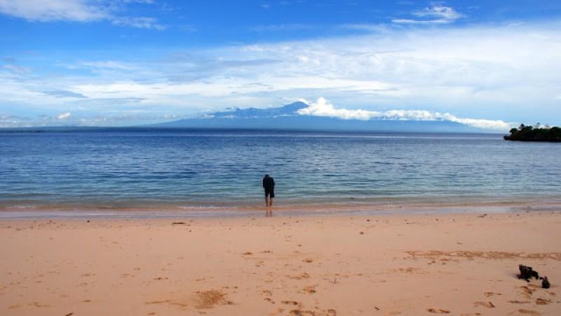 Dulu pantai ini begitu sepi, namun sekarang sepertinya sudah mulai rame karena semakin terkenal.